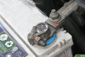 corrosion aux bornes de la batterie de voiture