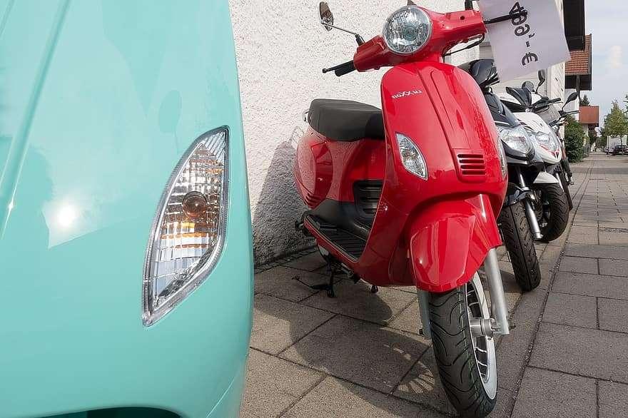 scooters rouge et motos assurance 2 roues